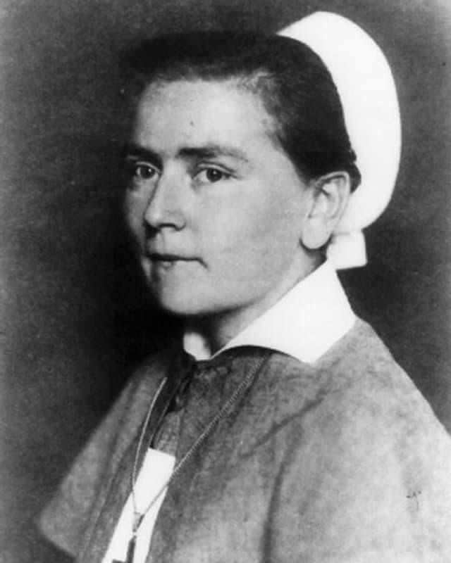 Schwarzweiss-Foto einer Krankenschwester.