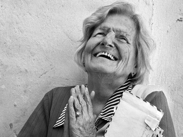 Merushe Kadiu im Porträt. Ihre Familie rettete griechische Juden vor italienischen Faschisten.
