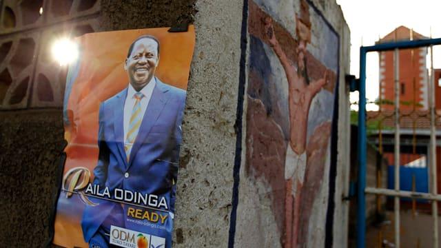 Ein Wahlplakat von Raila Odinga.