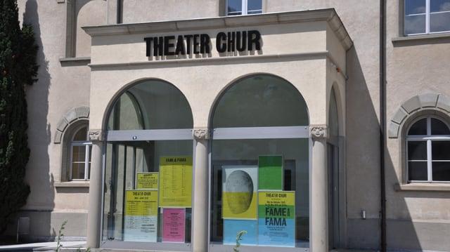 L'entrada dal Teater da Cuira.