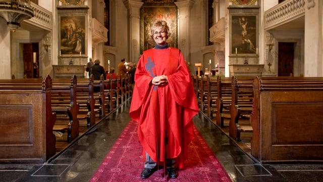 Die christkatholische Priesterin Marlies Dellagioacoma in ihrer Oltner Pfarrkirche.