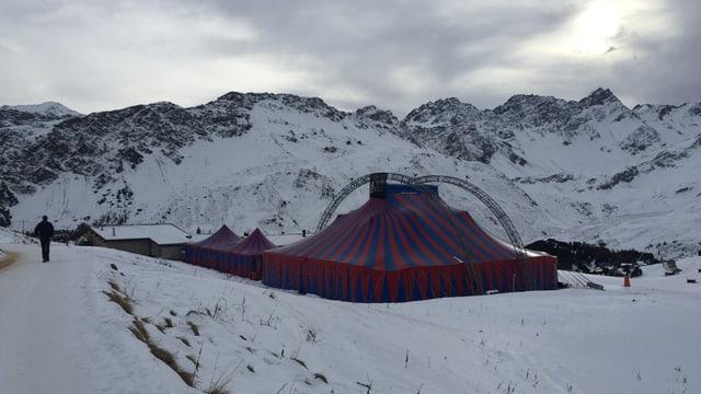 La tenda dal festival d'umor Arosa 2015.
