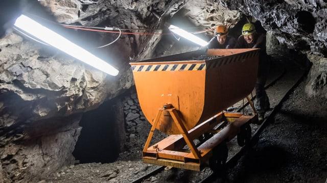Dus miniers en ina mina d'aur.