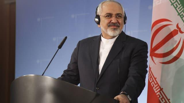 Mohammed Dschawad Zarif am Gesprächspult.