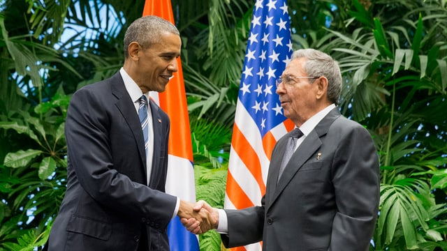 Obama e Castro sa dattan il maun.