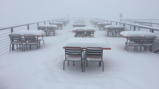 Verschneite Terrasse auf Rigi-Kulm.