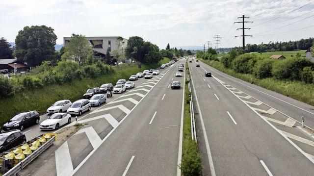 Viele Autos im Stau auf Autobahn