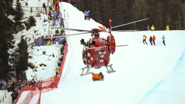 Helicopter sin la pista da Val gardena.