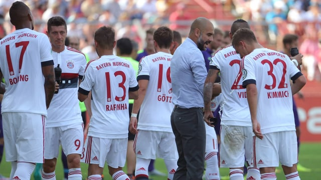 Guardiola schart seine Spieler um sich