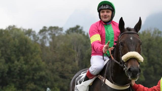 Jockey cun chavagl.