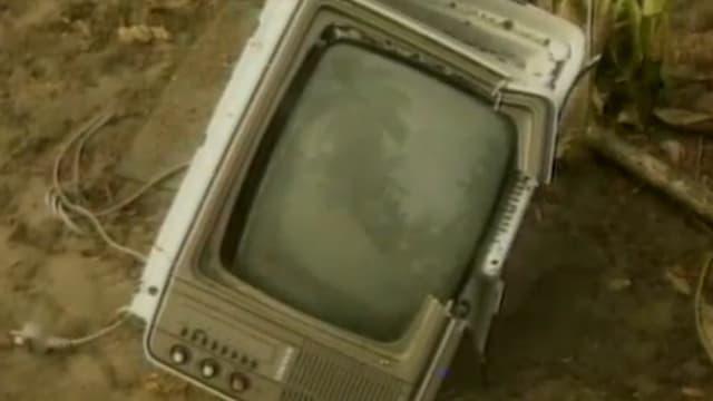 zerstörtes Fernseh-Gerät
