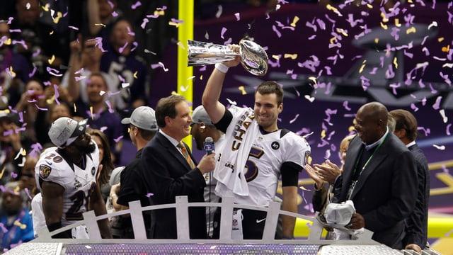 Ravens Quarterback Joe Flacco beim Siegerinterview.