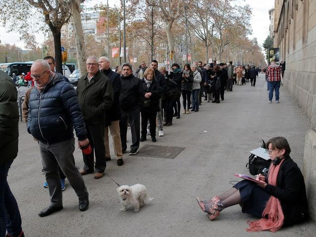 Warteschlange in Barcelona.