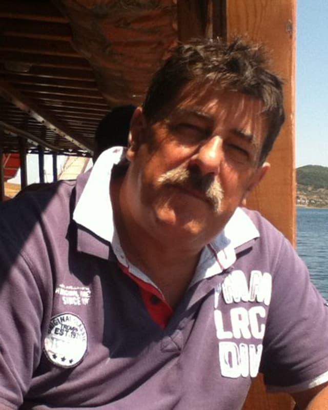 Franz caduff en in polo shirt sper la riva da la mar