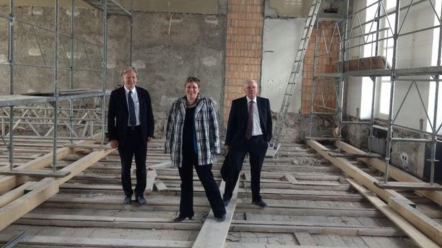 Thomas Held sowie Rahel und Christoph Blocher im künftigen Musiksaal.