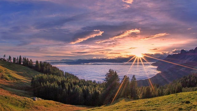 Sonnenaufgang über dem Hochnebel.