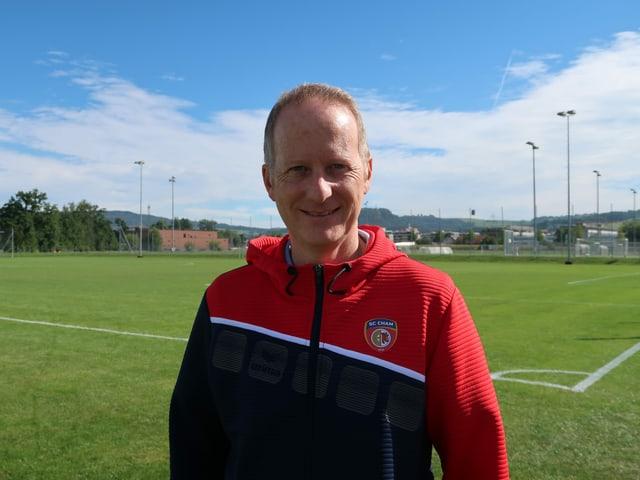 Sportchef Marcel Werder auf dem Fussballplatz.