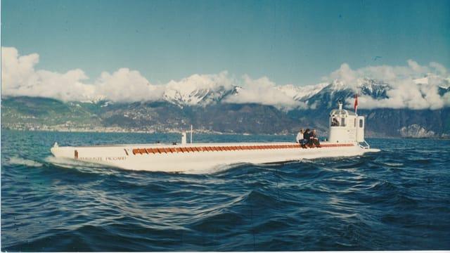 Das U-Boot vor dem Abtauchen auf dem Genfersee.