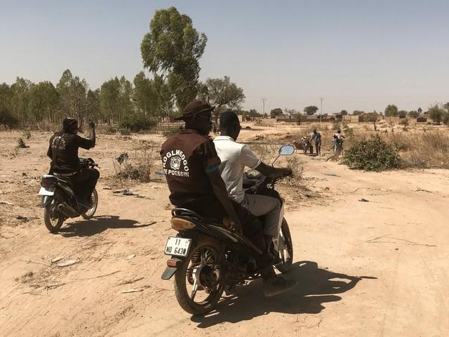 Männer auf Motorrädern