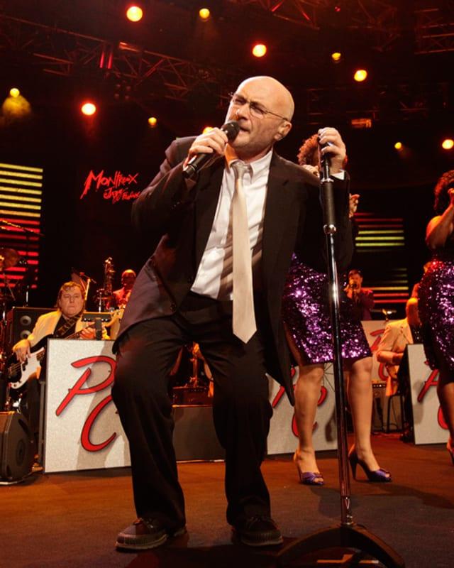 Phil Collins auf der Bühne.