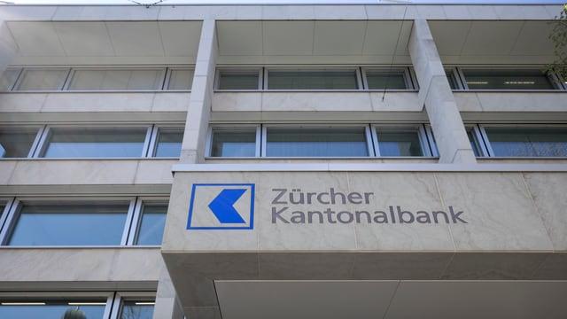 ZKB-Gebäude mit Logo