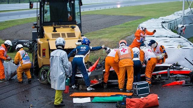 Rettungskräfte bergen Jules Bianchi