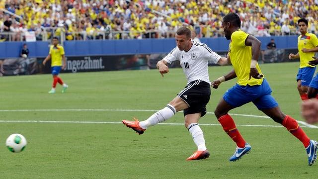 Lukas Podolski markiert nach nur 9 Sekunden das 1:0 für Deutschland.