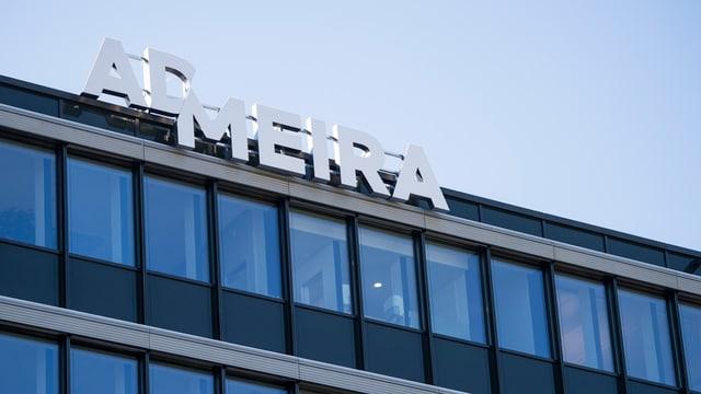 Zu sehen ist der Schriftzug von «Admeira» auf einem Gebäude.