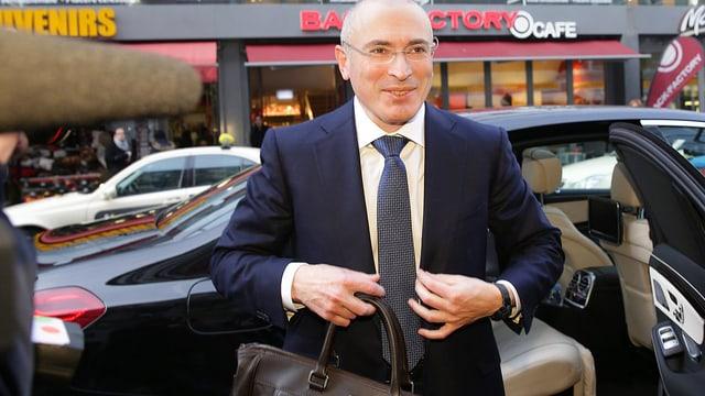 Chodorkowski mit Tasche