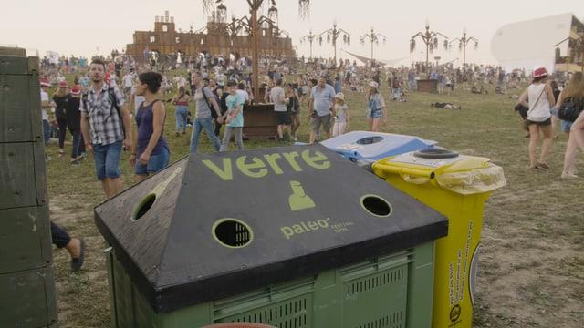 Abfall gibt es am Paléo Festival auch. Aber er landet getrennt in den vielen speziellen Behältern. Am Boden liegt so gut wie nichts.