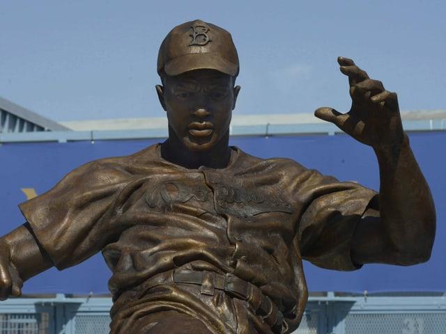 Statue von Jackie Robinson.