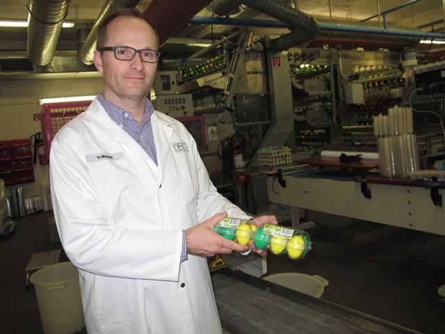 Eico-Chef Hannes Messer mit so genannten Salat-Eiern