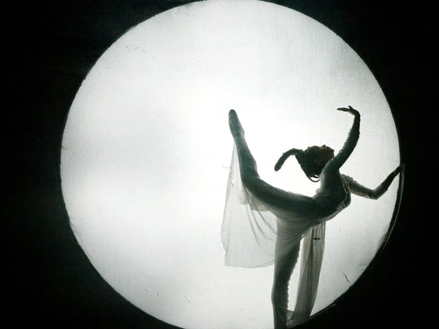 Die Sage von der Mondfee in einer Tanzaufführujng in der Metropole Shenzhen im Süden Chinas.