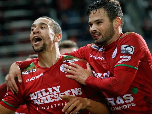 Marko Bürki (rechts) jubelt mit einem Teamkollegen.