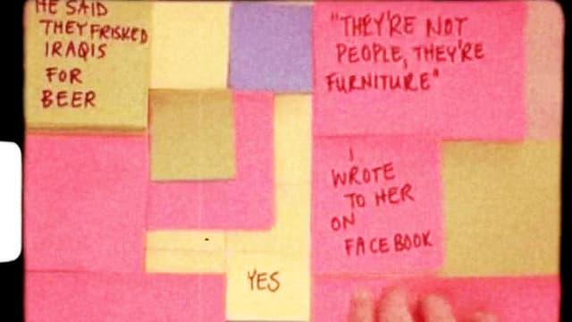 Mehrere, übereinandergeklebte Post-its mit Sätzen auf Englisch.