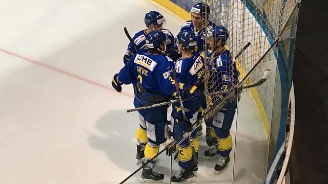Set giugaders da hockey che giubileschan.