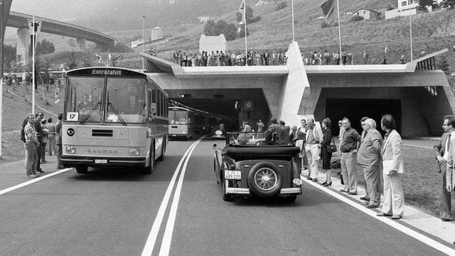 Ein zweiter Gotthard-Strassentunnel wird im Wallis sowohl befürwortet wie abgelehent.