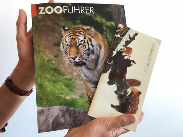 Ein Buch mit Waschbären auf dem Titelblatt und eines mit einem Tiger.