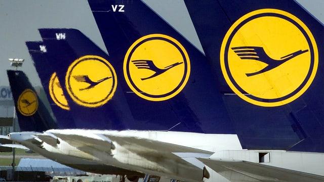 Flugzeughecks mit Lufthansa-Logo