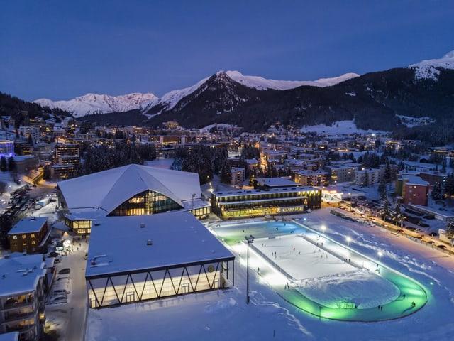 Vegnan ils hotels a Tavau er senza la cuppa Spengler ad esser emplenids tranter Nadal e Bumaun?