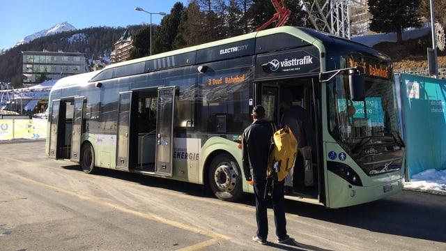 In bus electric a San Murezzan.