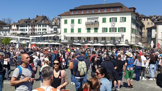 Mehrere hundert Leute an Kundgebung in Rapperswiler Innenstadt