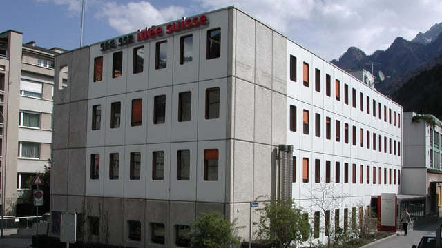 Bajetg Radio Rumantsch a Cuira a la via dal teater, l'onn 2004.