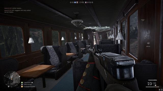 In einem Zug mit Stoffbezogenen Sitzen kann man sich online gegen 63 Mitspieler bekriegen.