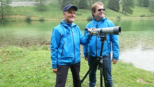 Il nov ranger Leo Tempini e Dieter Müller il directur dal Parc Ela han preschentà la lavur dal ranger.