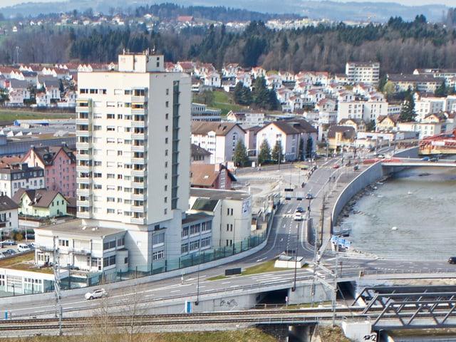 Luftbild eines Dorfteils der Gemeinde Reussbühl in Luzern.