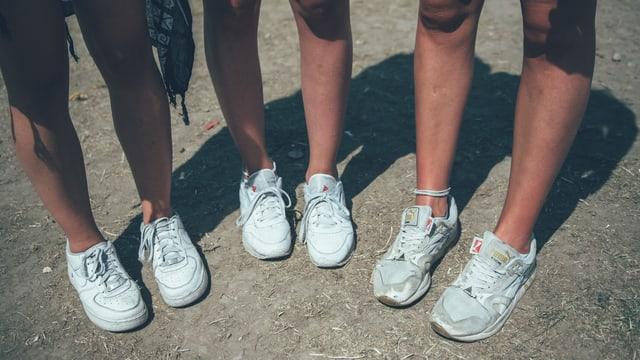 Weisse Sneakers. Weisse Sneakers. Weisse Sneakers.