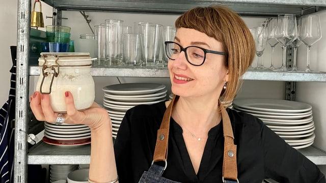 Foodredaktorin Maja Brunner und ihre Mutterhefe.