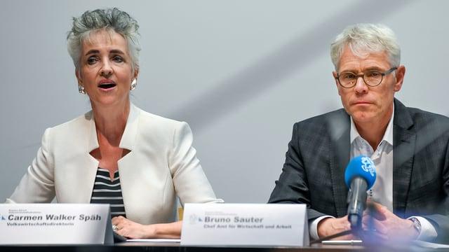 (da san.) La Turitgaisa Carmen Walker Spaeh, directura da l'economia publica, e Bruno Sauter, schef da l'Uffizi per economia e lavur.