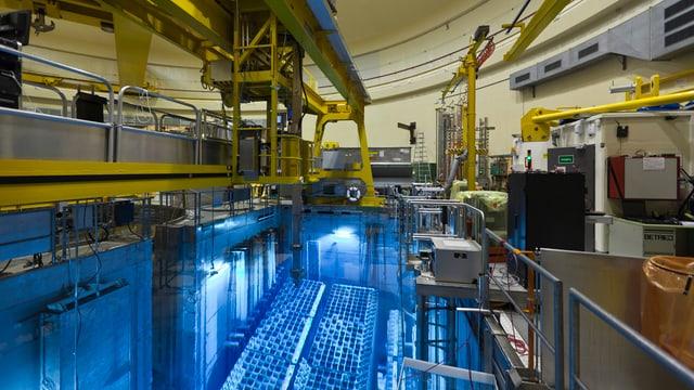 Blick in das Brennelementebecken des Kernkraftwerks Mühleberg